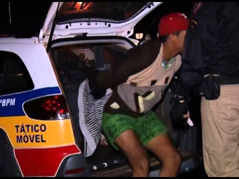 Dupla é detida por roubo em posto de combustível, no D. Industrial