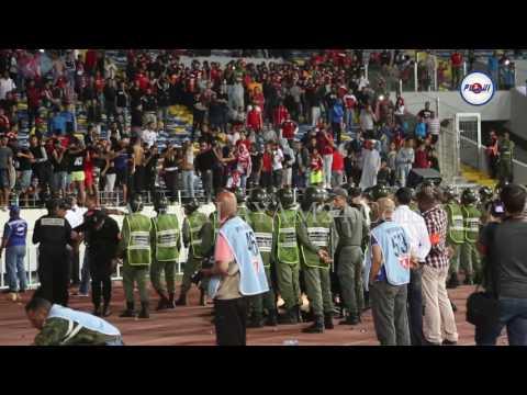 شجار و إشتباك بين جماهير الوداد و عناصر الأمن الوطني