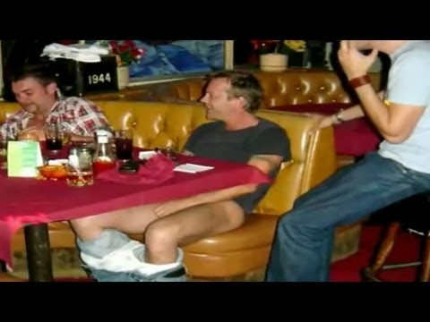 Kiefer Sutherland is a drunk buffoon : videos