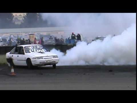 43 METHV6 HOLDEN VN SUPERCHARGED BUICK V6 COMMODORE BURNOUT AT BUNROUT WARRIORS 8 13 12 2014
