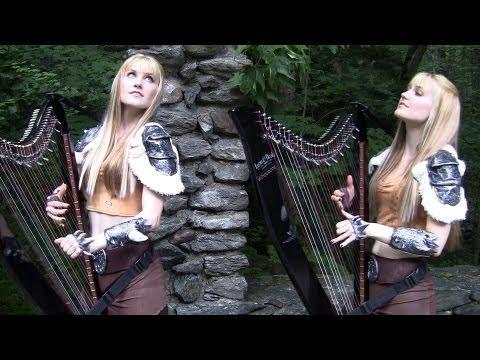 Блондинки-близняшки исполняют тему Skyrim — на арфах, в лесу, среди руин борделя