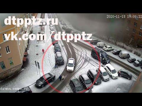 На улице Свердлова сбили двух пешеходов