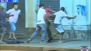 Taxista reage a assalto e nocauteia ladrão com chute na cara cara cara 3caa casw