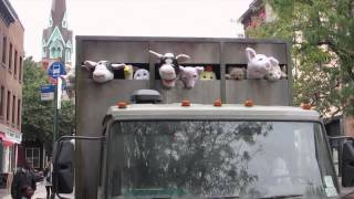 ตุ๊กตาบนรถบรรทุกคันนั้นมันร้องได้!