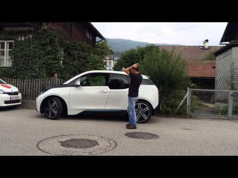 فيديو : BMW i3 تركن نفسها بنفسها دون وجود سائق داخلها