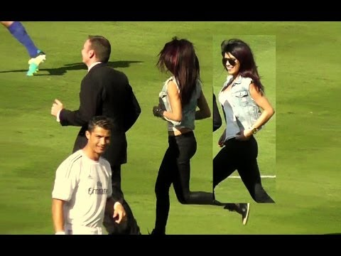Priyanka Chopra + Cristiano Ronaldo at Dodger Stadium Los Angeles - Real Madrid vs Everton, NEW Priyanka video taken right after this video: http://youtu.be/b2uUx58an_E Priyanka Chopra did the coin flip for the Guinness International Champions Cup s...