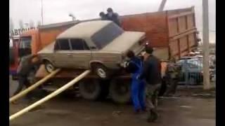 Lada felrakása a teherautóra