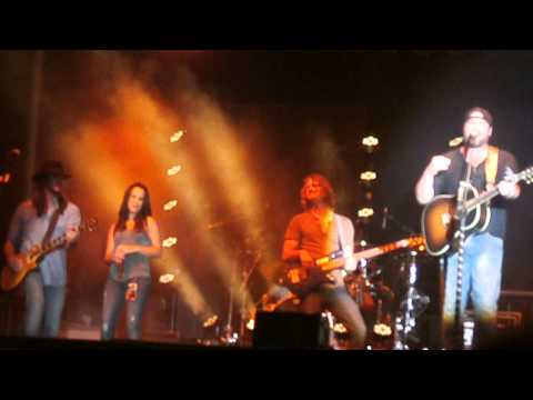 Lee Brice-Girls in Bikinis featuring his Wife - Old Settlers Days Rockton IL 6-20-14