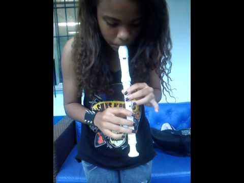 wiggle  na  flauta  doce  ( marcelle  padilha )