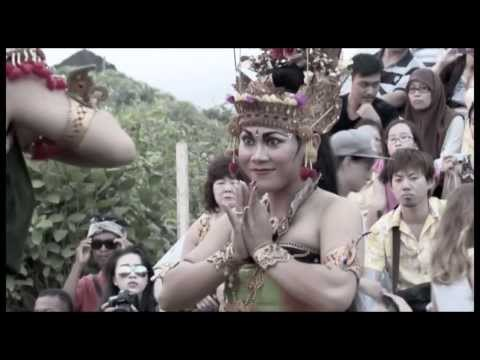 ULUWATU KECAK FIRE DANCE | beautiful balinese