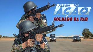 Esta edição do Programa FAB em Ação é dedicada especialmente ao Soldado da Força Aérea Brasileira (FAB). Você vai acompanhar as várias etapas desse serviço militar: o ingresso, a progressão, as atividades desenvolvidas e as oportunidades para prepará-lo para o retorno ao mercado de trabalho.
