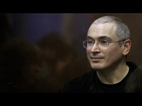Jailed tycoon Mikhail Khodorkovsky given pardon by Putin and freed