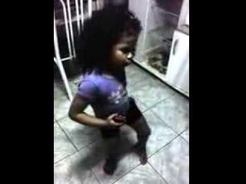 MC Thiaguinho do Ana - Senta em cima de mim  - Helo dançando