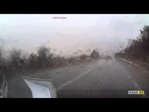 Обгон по мокрой трассе