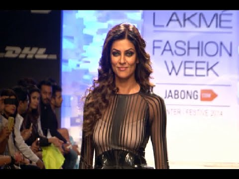 Sushmita Sen's stunning ramp walk at Lakhme Fashion Week 2014.