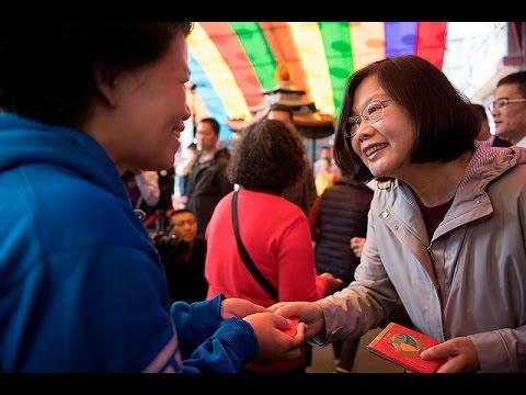 總統前往臺中、彰化、雲林、嘉義等地廟宇祈福參拜並向民眾賀年