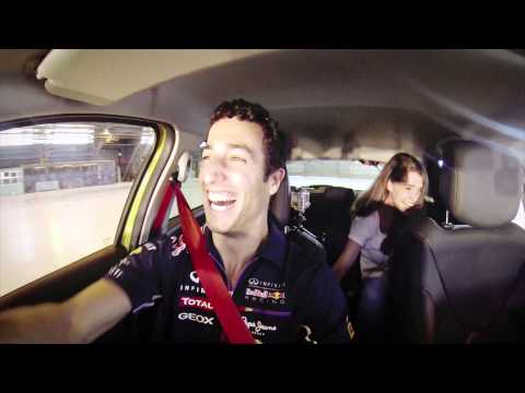 F1 Driver Daniel Ricciardo tests the new Clio R.S. as a Taxi