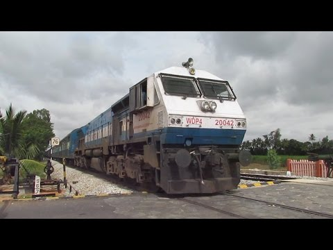 Dust Storm: Mysore - Yeshwanthpur MALGUDI Express: Level Crossing Shot