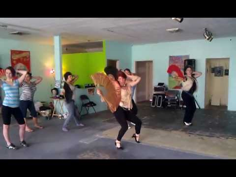 Madame Ona's Dancing with Fans class at Gilded Cage School of Burlesque, Beginning Movement