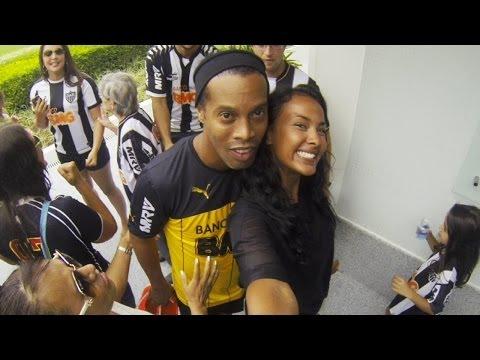 Selfie Challenge with Ronaldinho | Maya's FIFA World Cup™ Cities