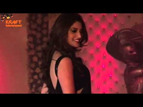Hot Anushka Ranjan Flaunts Tight Backless Blouse