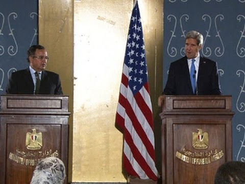 Kerry visits Egypt ahead of Morsi trial