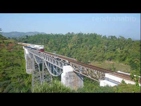 Kereta Api : Train on Legok Garing Bridge, Cilame