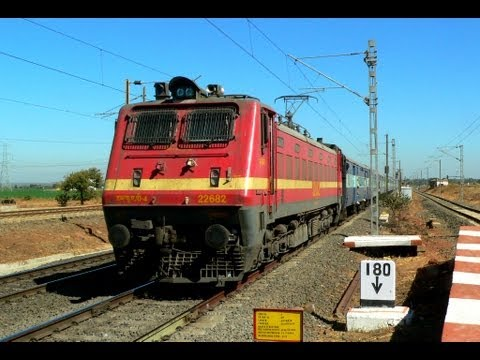 BSL WAP4 22682 GKP LTT MUMBAI KUSHINAGAR EXPRESS HEADING  TOWARDS BHOPAL