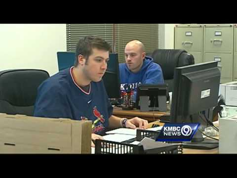 Brokers keep busy finding playoff tickets for Chiefs fans