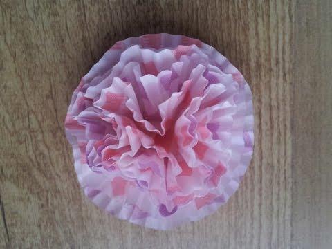 Cómo hacer flores de papel con moldes de cupcakes | facilisimo.com