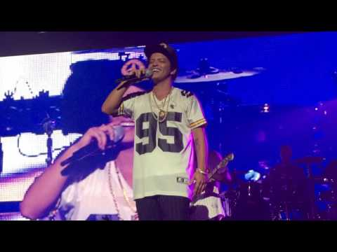 Bruno Mars - Just the way you are & Locked out of heaven @ #ciscogsx