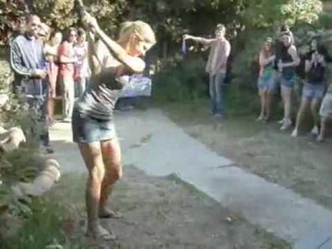 Zabójczy strzał seksownej blondynki