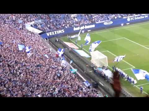 Schalke 4:0 TSG Hoffenheim - 08.03.2014 - Nach dem Spiel - Mannschaft feiert mit den Fans