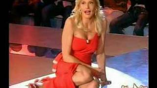 Simona Ventura UPSKIRT!
