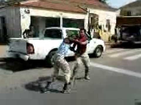 Uma briga entre um Angolano e um chin�s em Luanda.