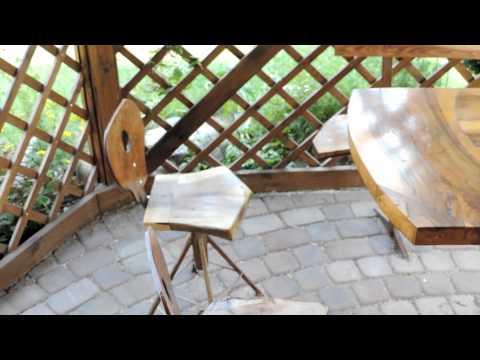 Nowe krzesełka w altance ogrodowej