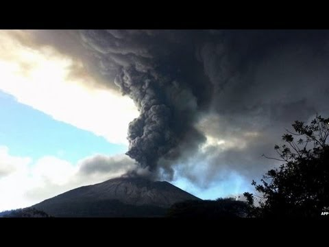 SPECTACULAR EL SALVADOR VOLCANO SPEWS ASH - BBC NEWS