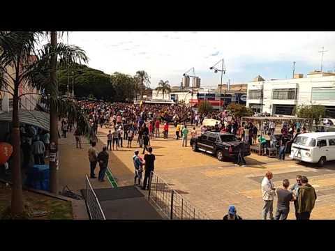 Vídeo Milhares saem pela avenida para apoiar a Greve Geral