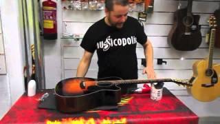 Cómo reparar una guitarra acústica