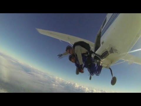 蔡阿嘎 1萬英呎跳傘全紀錄。