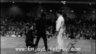Bruce Lee 1 Inch Punch And 2 Finger Pushup.wmv