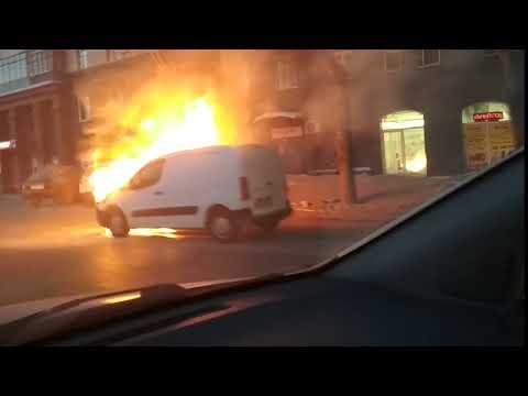 На Станиславского загорелась машина: полицейские оцепили место пожара