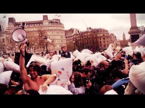 Pillow Fight Flashmob Trafalgar Square 2014 // 300