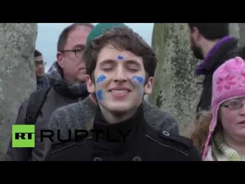 UK: Stonehedge filled with revellers celebrating the winter solstice
