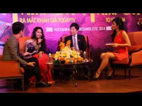 Avika Gor hát trong buổi họp báo tại Việt Nam