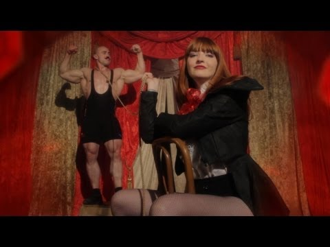 La Sera - Real Boy / Drive On (Official Music Video)
