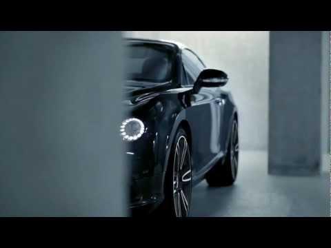 Revista OQ - Bentley Continental V8 Launch Film, Ele é inconfundível. Seu design é agressivo, mas sem exageros que possam reduzir o interesse dos apaixonados por si. Seu motor V8 bi-turbo despeja 500 cavalo...