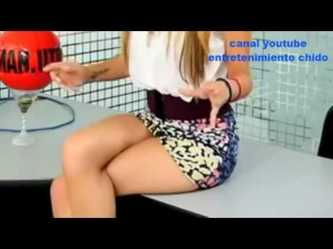 jimena sanchez mostrando piernas minifalda