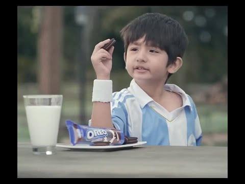 Bé trai siêu cute Quảng Cáo bánh Oreo