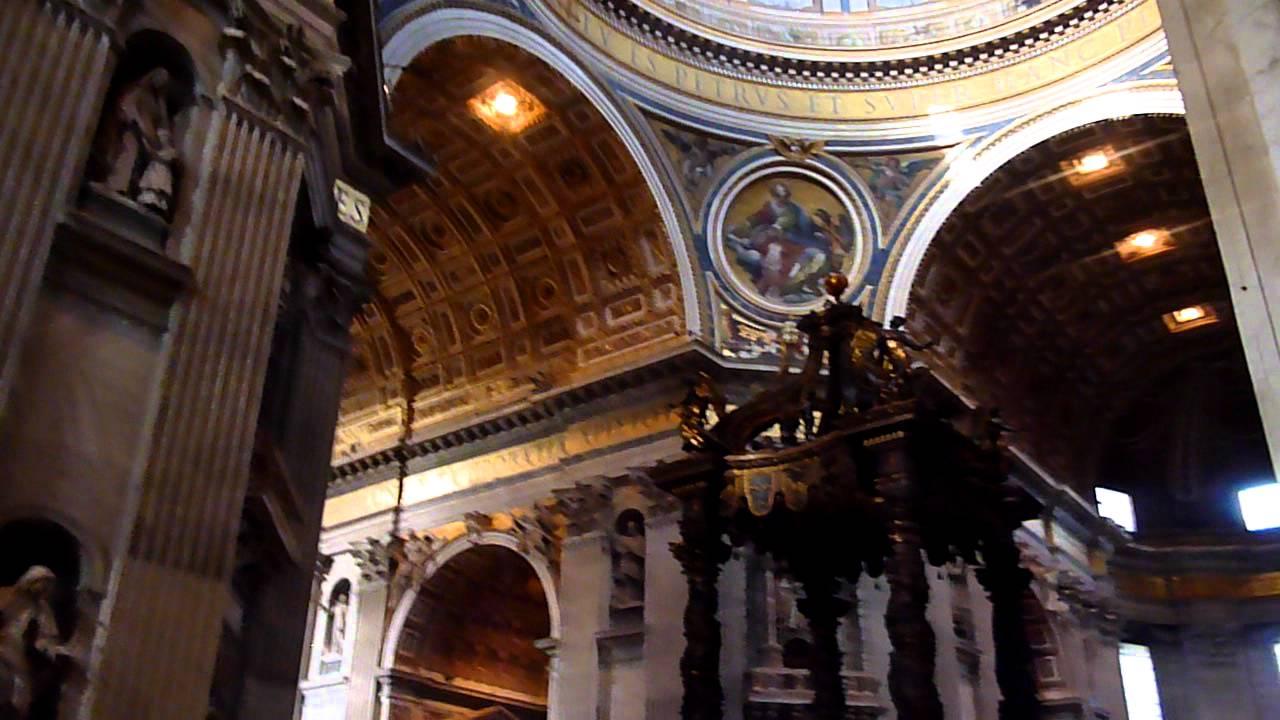 Interno Basilica Di San Pietro In Vaticano Cupola E